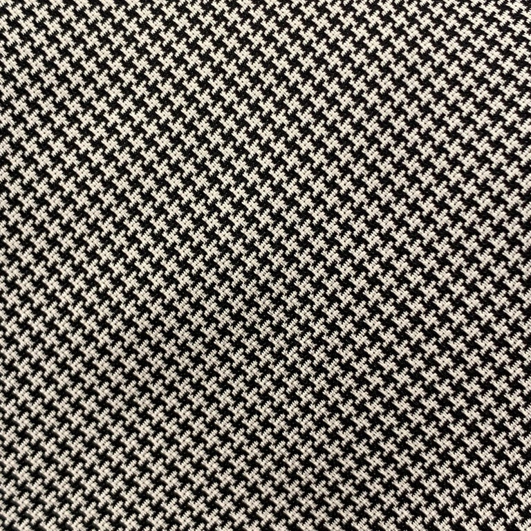 PAUL STUART necktie comes in white silk with all over deep navy houndstooth print. Made in Switzerland.  Excellent Pre-Owned Condition.  Width: 3.5 in.