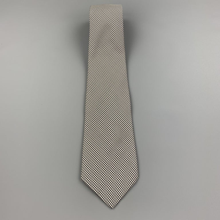 PAUL STUART Navy & White Houndstooth Silk Tie In Excellent Condition For Sale In San Francisco, CA