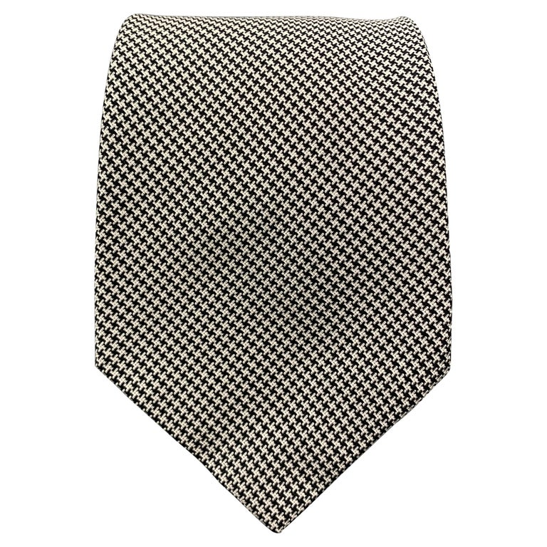 PAUL STUART Navy & White Houndstooth Silk Tie For Sale