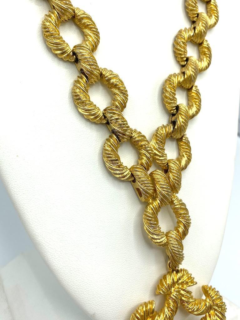 Pauline Rader 1970s Long Gold Rope Link Pendant Necklace For Sale 3