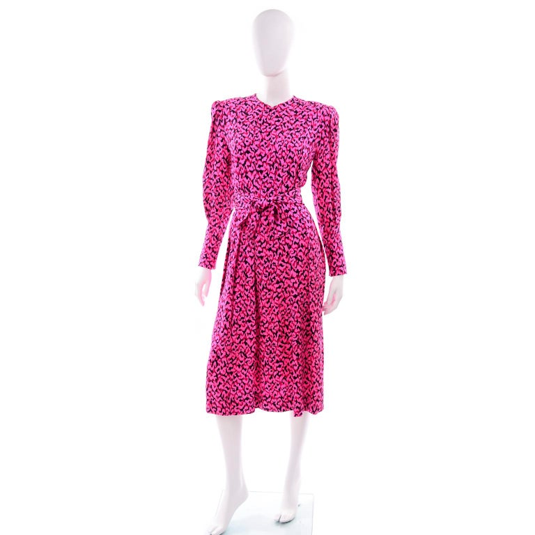 Pauline Trigere Silk Pink Red and Black Abstract Print Dress With Sash In Excellent Condition For Sale In Portland, OR