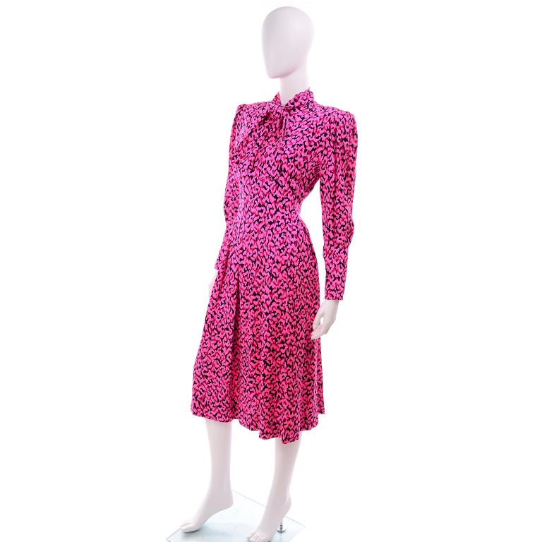 Women's Pauline Trigere Silk Pink Red and Black Abstract Print Dress With Sash For Sale