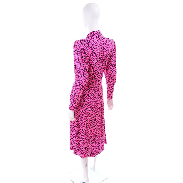 Pauline Trigere Silk Pink Red and Black Abstract Print Dress With Sash For Sale 1