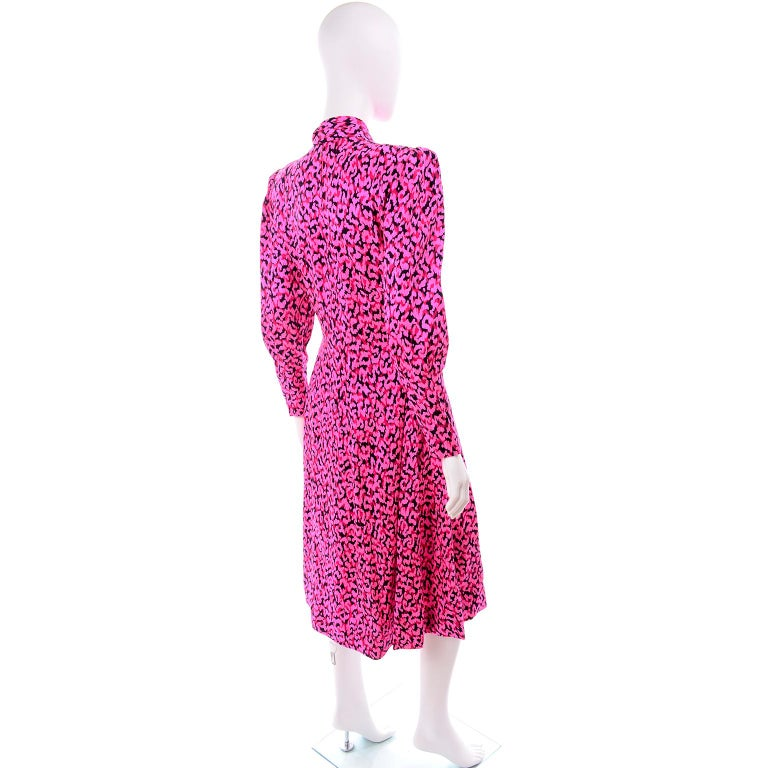 Pauline Trigere Silk Pink Red and Black Abstract Print Dress With Sash For Sale 3