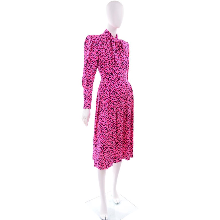 Pauline Trigere Silk Pink Red and Black Abstract Print Dress With Sash For Sale 4