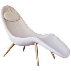 Pause Chaise Longue with Brass Legs and Wool Boucle