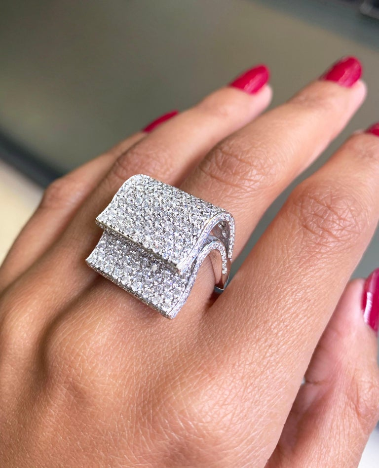 Pavé Diamond 18 Carat White Gold Piano Cocktail Ring In Good Condition For Sale In London, GB