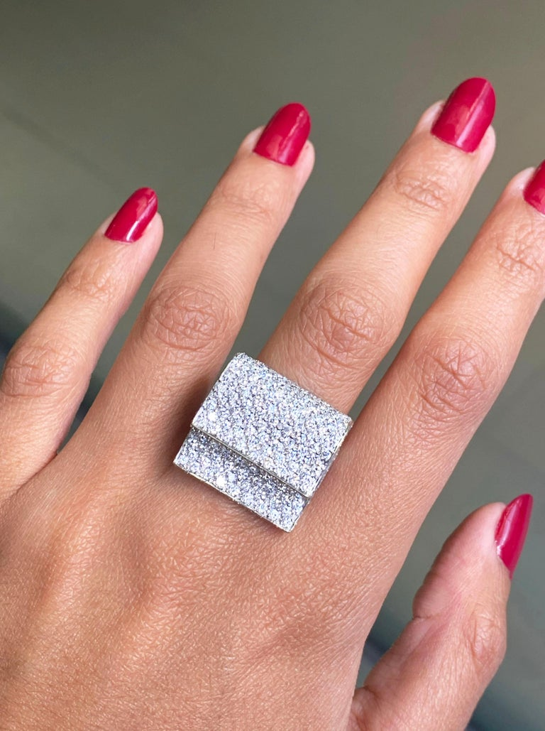 Women's Pavé Diamond 18 Carat White Gold Piano Cocktail Ring For Sale
