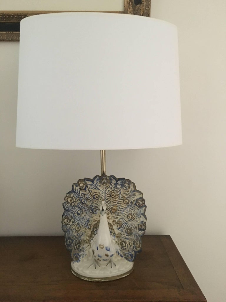 Mid-Century Modern Peacock Table Lamp in Ceramic For Sale
