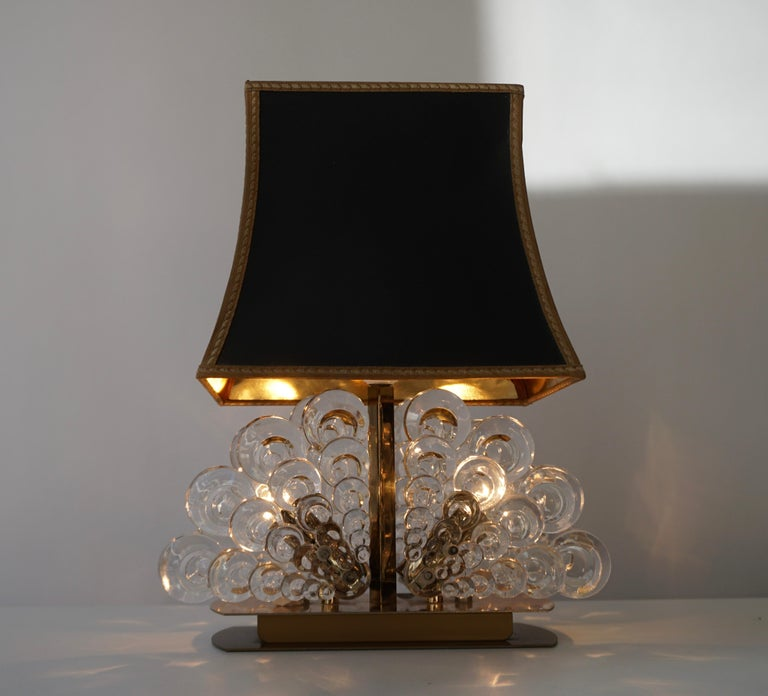 Hollywood Regency Peacock Table Lamp in Glass and Brass For Sale