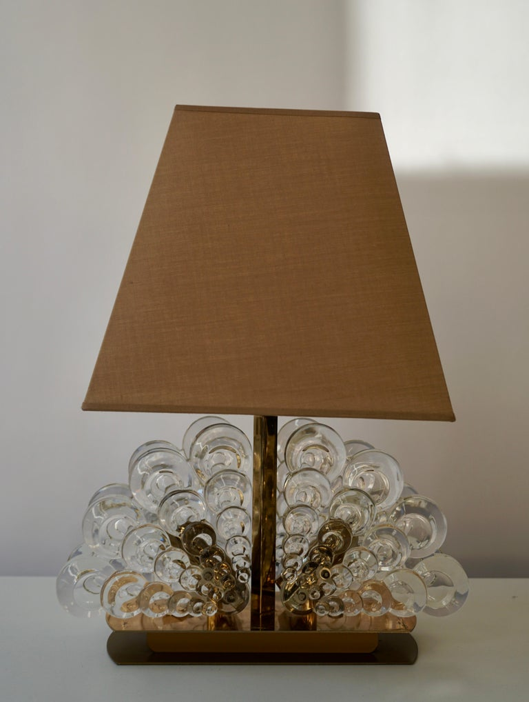 Peacock Table Lamp in Glass and Brass In Good Condition For Sale In Antwerp, BE