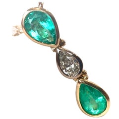 Pear Cut Colombian Emerald Diamond Pendant 18 Karat
