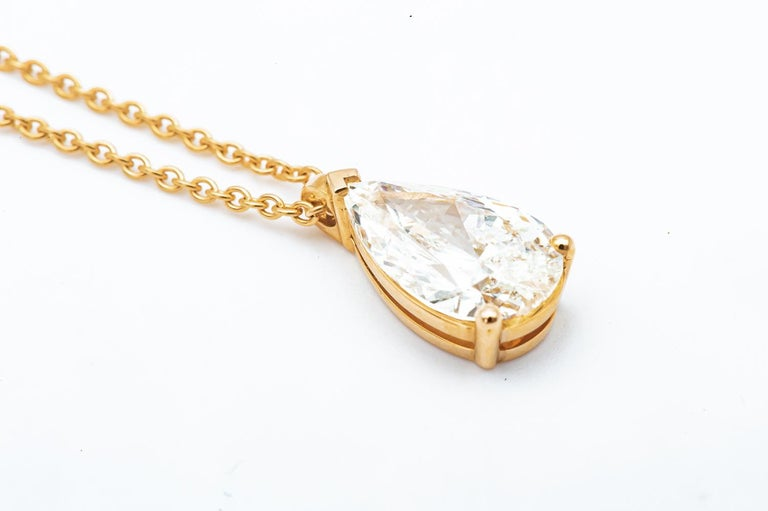 Pear Cut Diamond Pendant Mounted on 18 Karat Rose Gold GIA In New Condition For Sale In Vannes, FR