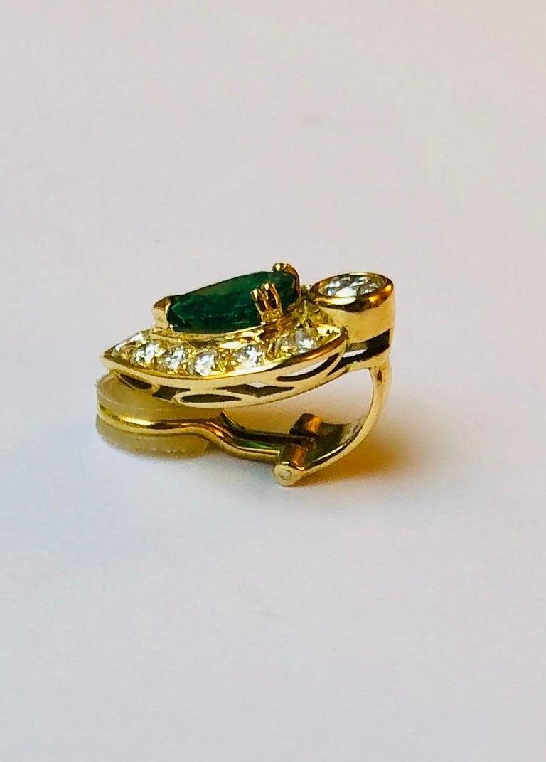 Women's Pear-Cut Emerald Earrings For Sale