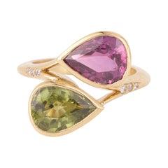 Pear Cut Pink Sapphire & Green Sapphire Diamonds 18 Carats Yellow Gold Ring