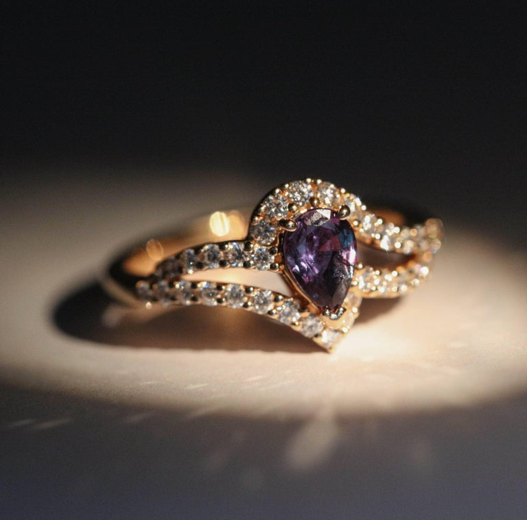 Pear Shape Alexandrite and Diamond Cocktail Ring with Certificate For Sale 1