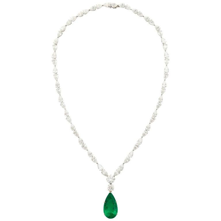 Pear Shape 15.69cts Gübelin Cert Colombian Emerald Diamond Pendant Necklace For Sale