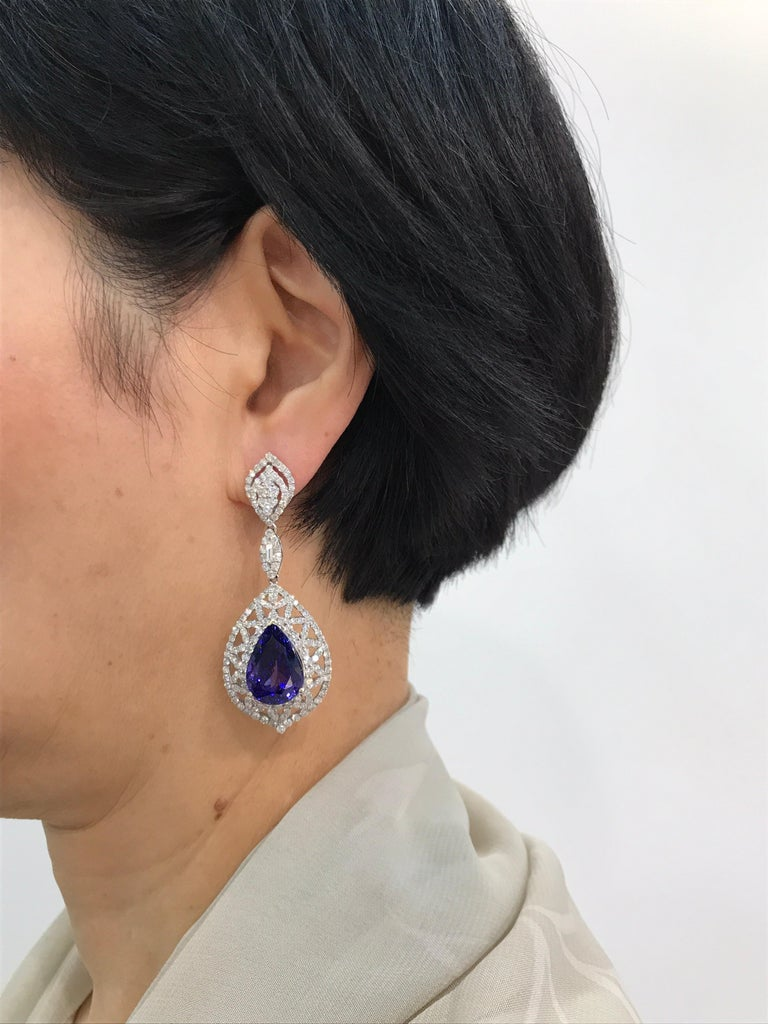 Birnenförmiger Tansanit und Diamant Ring, Ohrring, Anhänger Set 10