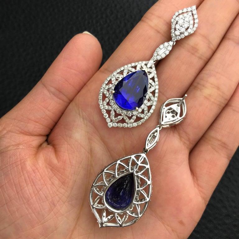 Birnenförmiger Tansanit und Diamant Ring, Ohrring, Anhänger Set 3