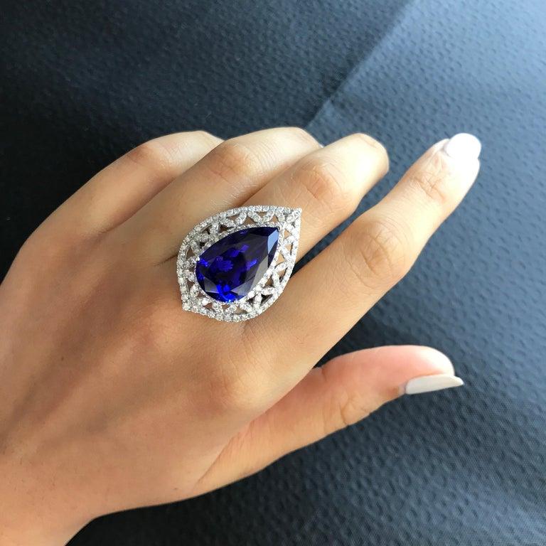 Birnenförmiger Tansanit und Diamant Ring, Ohrring, Anhänger Set 4