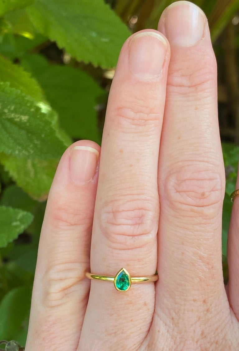 Women's or Men's Pear Shaped Colombian Emerald 18 Karat Gold Stacking Engagement Ring For Sale