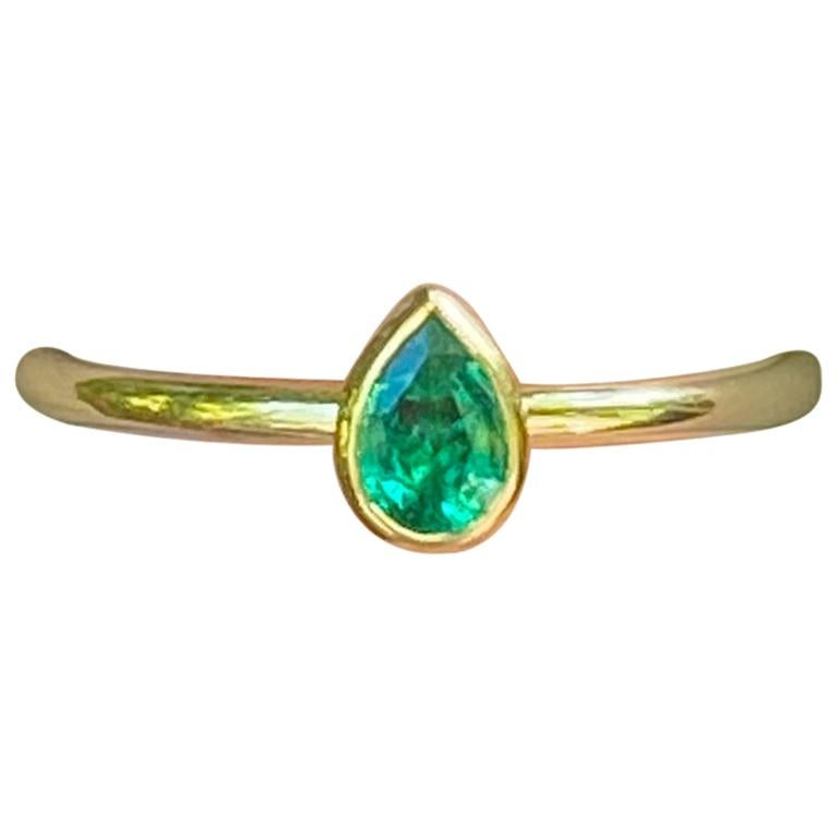 Pear Shaped Colombian Emerald 18 Karat Gold Stacking Engagement Ring For Sale