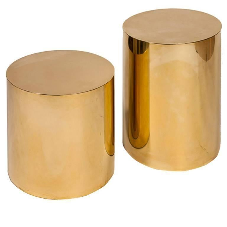 Charmant Small Polished Brass Pebble Drum Side Table For Sale