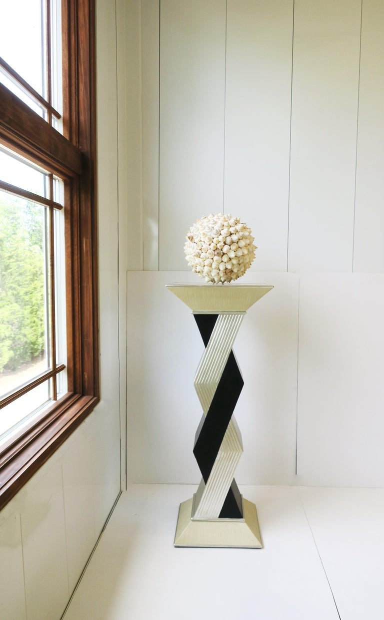 '90s Pedestal Column Pillar Stand In Good Condition For Sale In New York, NY
