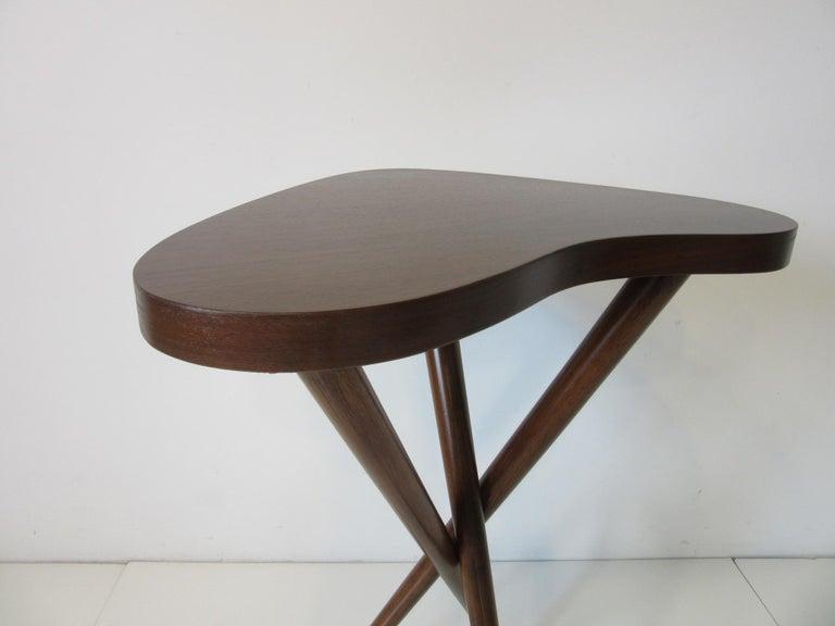 Mid-Century Modern Pedestal Table in the Style of T.H. Robsjohn Gibbings  For Sale
