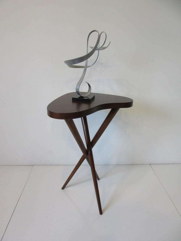 Pedestal Table in the Style of T.H. Robsjohn Gibbings  For Sale 1
