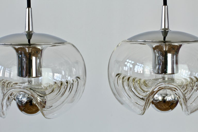 Peill & Putzler Pair of Biomorphic 'Futura' Clear Glass Pendant Lights, 1970s For Sale 2