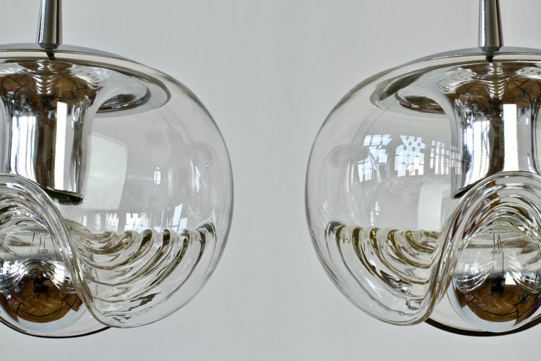 Peill & Putzler Pair of Biomorphic 'Futura' Clear Glass Pendant Lights, 1970s For Sale 3