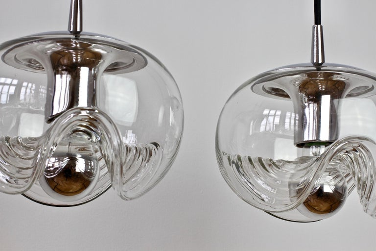 Peill & Putzler Pair of Biomorphic 'Futura' Clear Glass Pendant Lights, 1970s For Sale 4