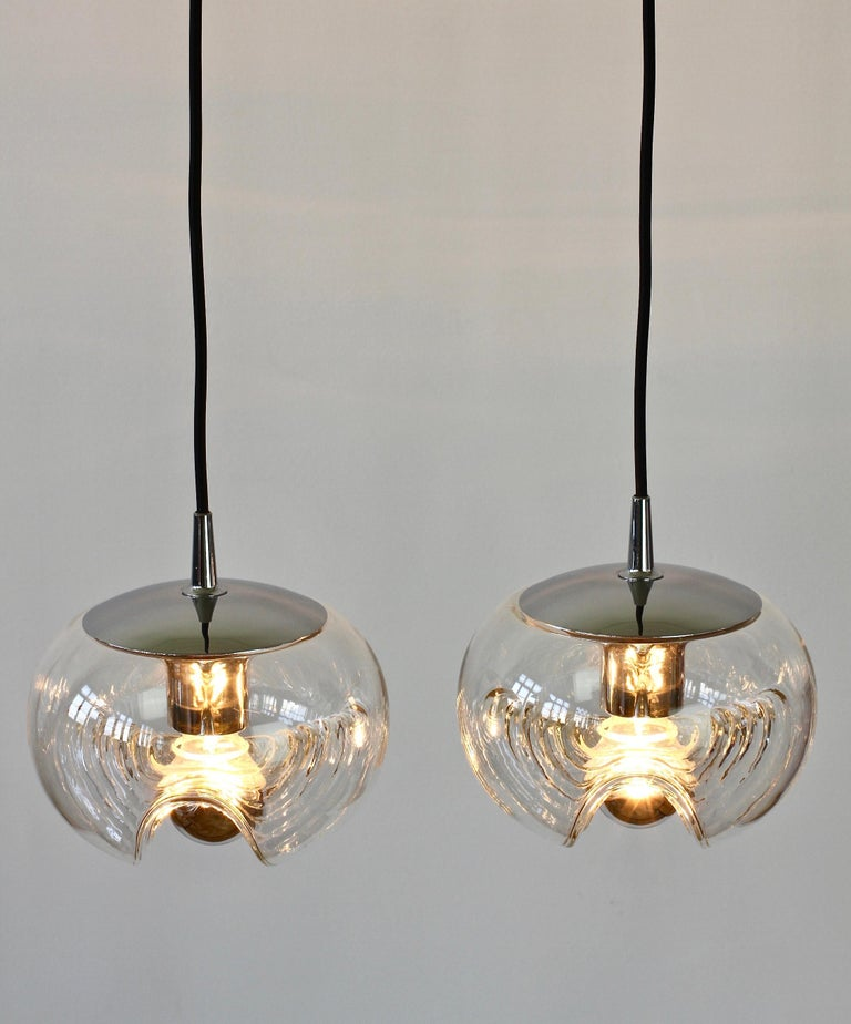 Peill & Putzler Pair of Biomorphic 'Futura' Clear Glass Pendant Lights, 1970s In Good Condition For Sale In Landau an der Isar, Bayern