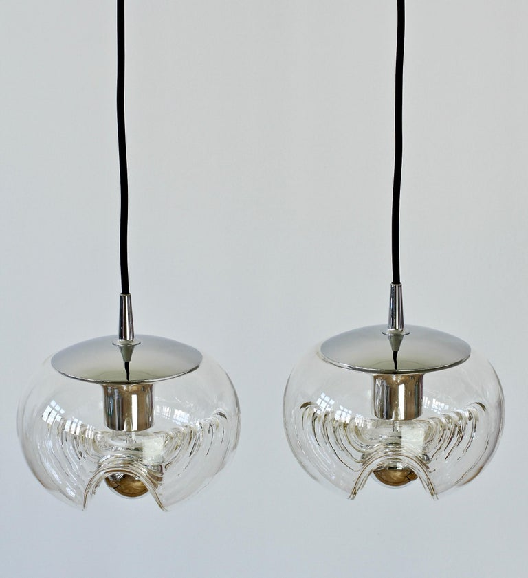 Late 20th Century Peill & Putzler Pair of Biomorphic 'Futura' Clear Glass Pendant Lights, 1970s For Sale