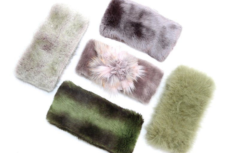 These beautiful Pelush faux fur scarfs and hats set of five are a one of a kind pieces. Featuring the highest quality man made pelage, they are a stunning replica of the chinchilla, mink, fox and alpaca fur. Wear them as neck warmers or hats to keep