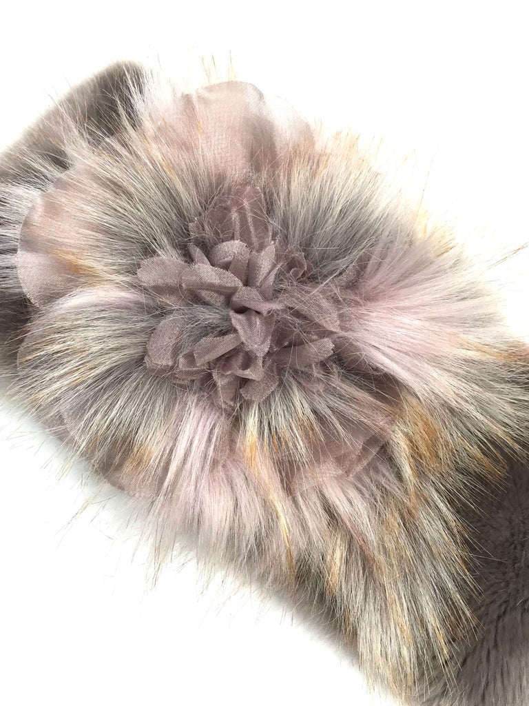 Gray Pelush Faux Fur Scarfs - Chinchilla And Mink Fake Fur Neck Warmer/ Hats One size For Sale