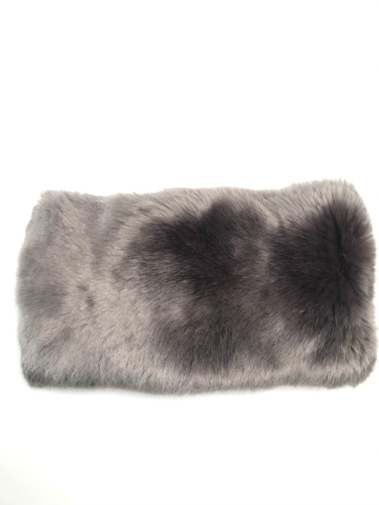 Pelush Faux Fur Scarfs - Chinchilla And Mink Fake Fur Neck Warmer/ Hats One size For Sale 1