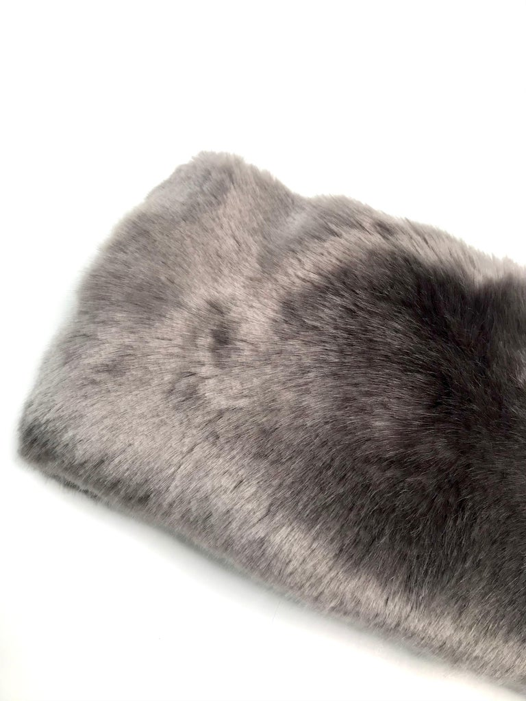 Pelush Faux Fur Scarfs - Chinchilla And Mink Fake Fur Neck Warmer/ Hats One size For Sale 2