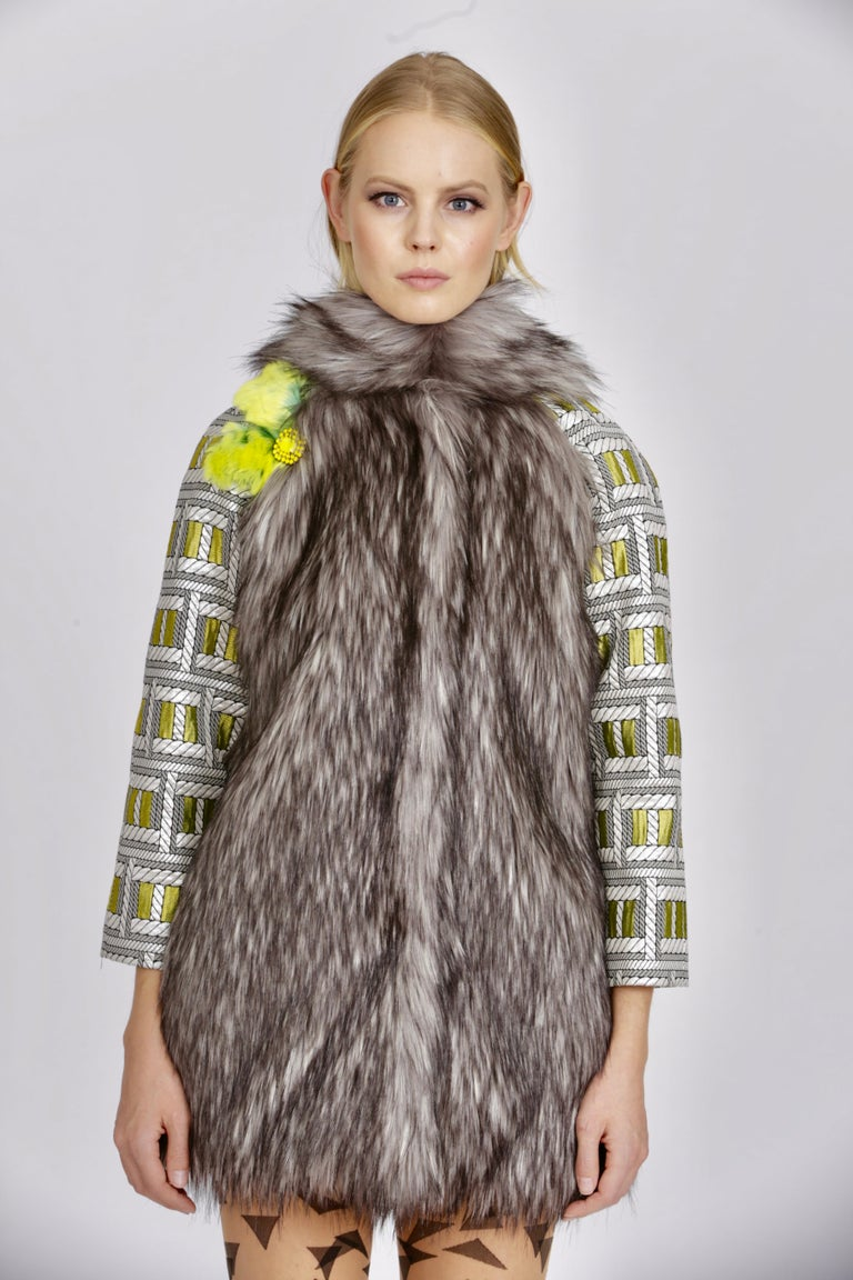 Pelush Silver Gray Faux Fur Fox Jacket With Brocade Sleeves - XS/S For Sale 4