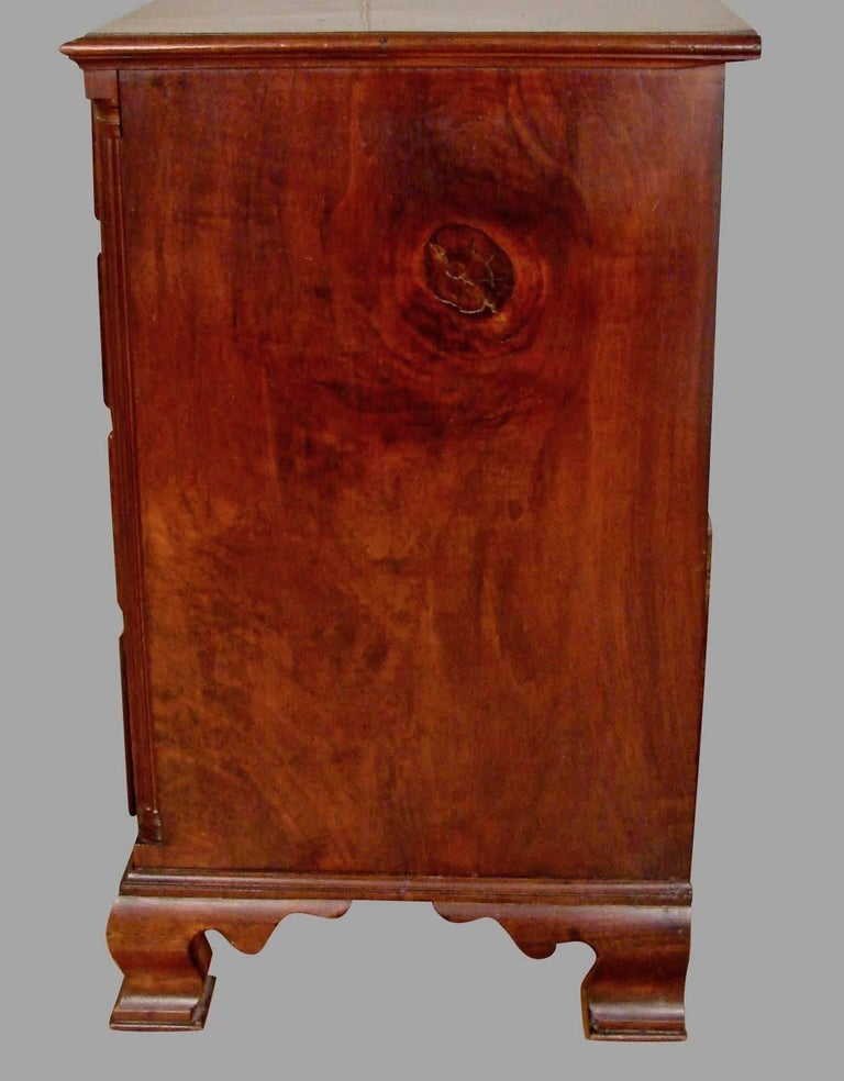 Pennsylvania Chippendale Period Walnut Four-Drawer Chest In Good Condition For Sale In San Francisco, CA