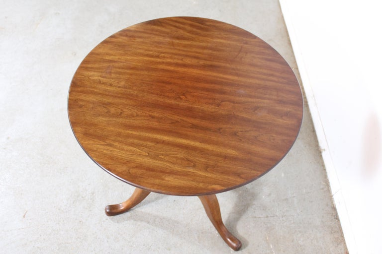 20th Century Pennsylvania House Cherry Queen Anne Tilt-Top Table For Sale