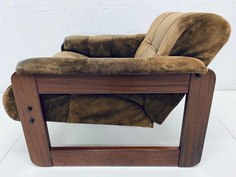 Percival Lafer Midcentury Brazilian Brown Suede and Rosewood Lounge Chair In Good Condition For Sale In Miami, FL