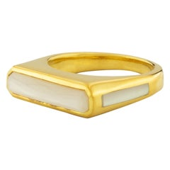 Percy Side Band Ring with Mother of Pearl in 18K Gold