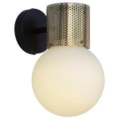 Perf Wandleuchte, Perforiertes Messingrohr, Runder Lampenschirm aus Glas