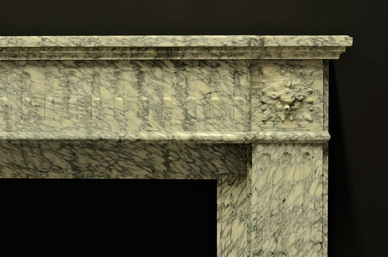 Perfect French Louis XVI Fireplace Mantel in Vert d'estours Marble In Good Condition For Sale In Haarlem, Noord-Holland