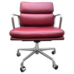 Perfect Herman Miller Eames Soft Pad Management Chair