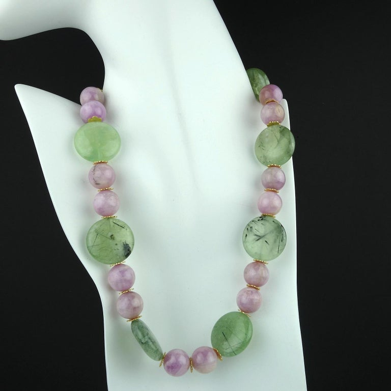 Perfect Summer Necklace of Kunzite and Prehnite In New Condition For Sale In Tuxedo Park , NY