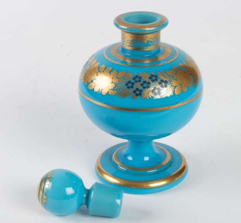 Perfume Bottle in Turquoise Blue Opaline In Good Condition For Sale In Saint-Ouen, FR
