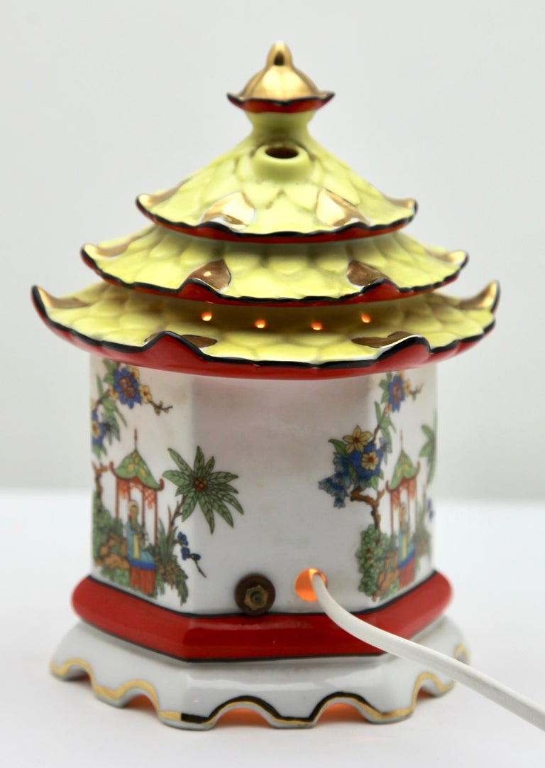 Perfume Lamp / Air Purifier /Carl Scheidig Gräfenthal, Germany, circa 1930s In Good Condition For Sale In Verviers, BE